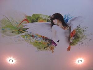 Натяжной потолок с изображением девушки