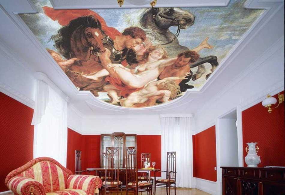 Натяжной потолок картина