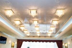Освещение белого потолка