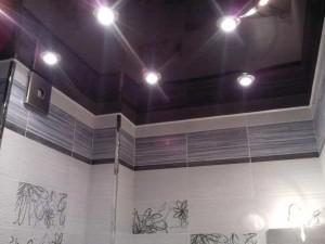 Освещение черного потолка натяжного