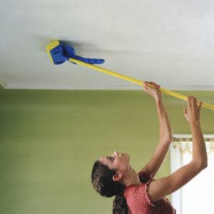 Чем мыть глянцевый натяжной потолок?