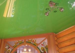 натяжной потолок в деревянном дома