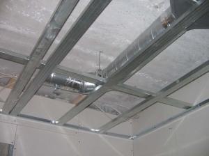 высота натяжного потолка