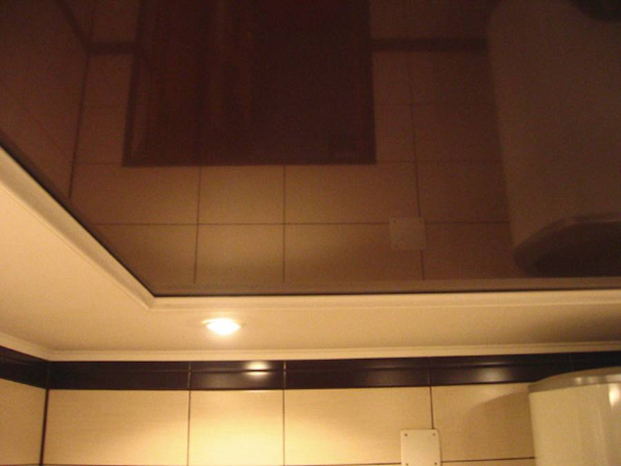натяжной потолок шоколадного цвета