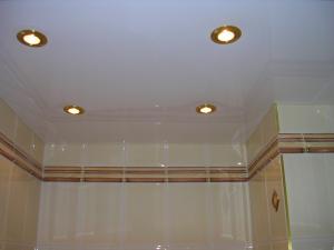 натяжной потолок в ванной отзывы